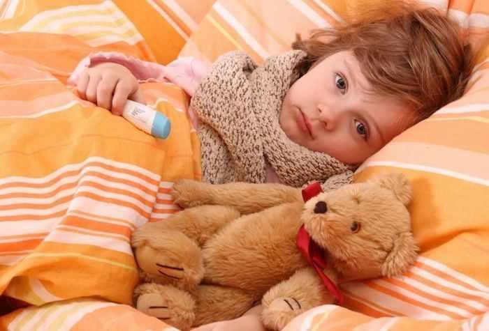 Девочка болеет